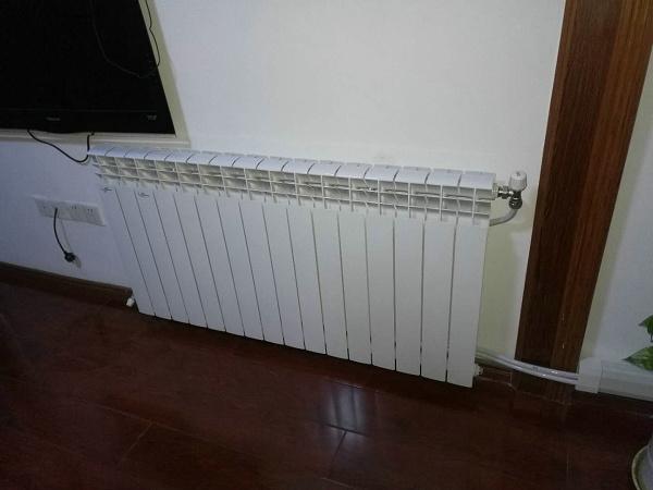 明装暖气片系统